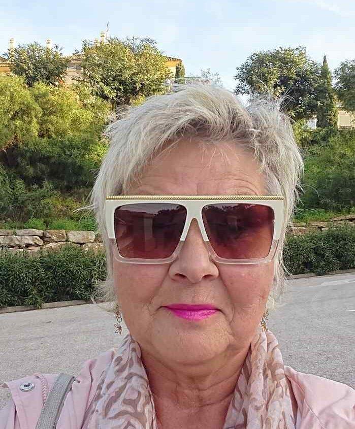 Annicka Ekengren med TV-glasögon