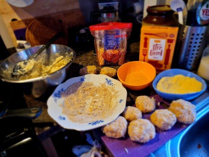 Friterade risbollar in the making