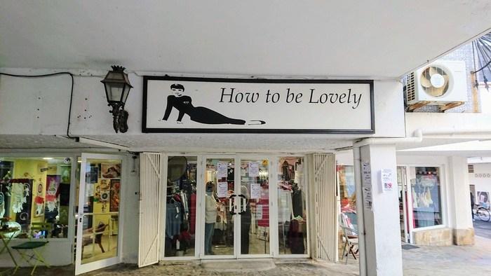 Skylt med texten How to be lovely